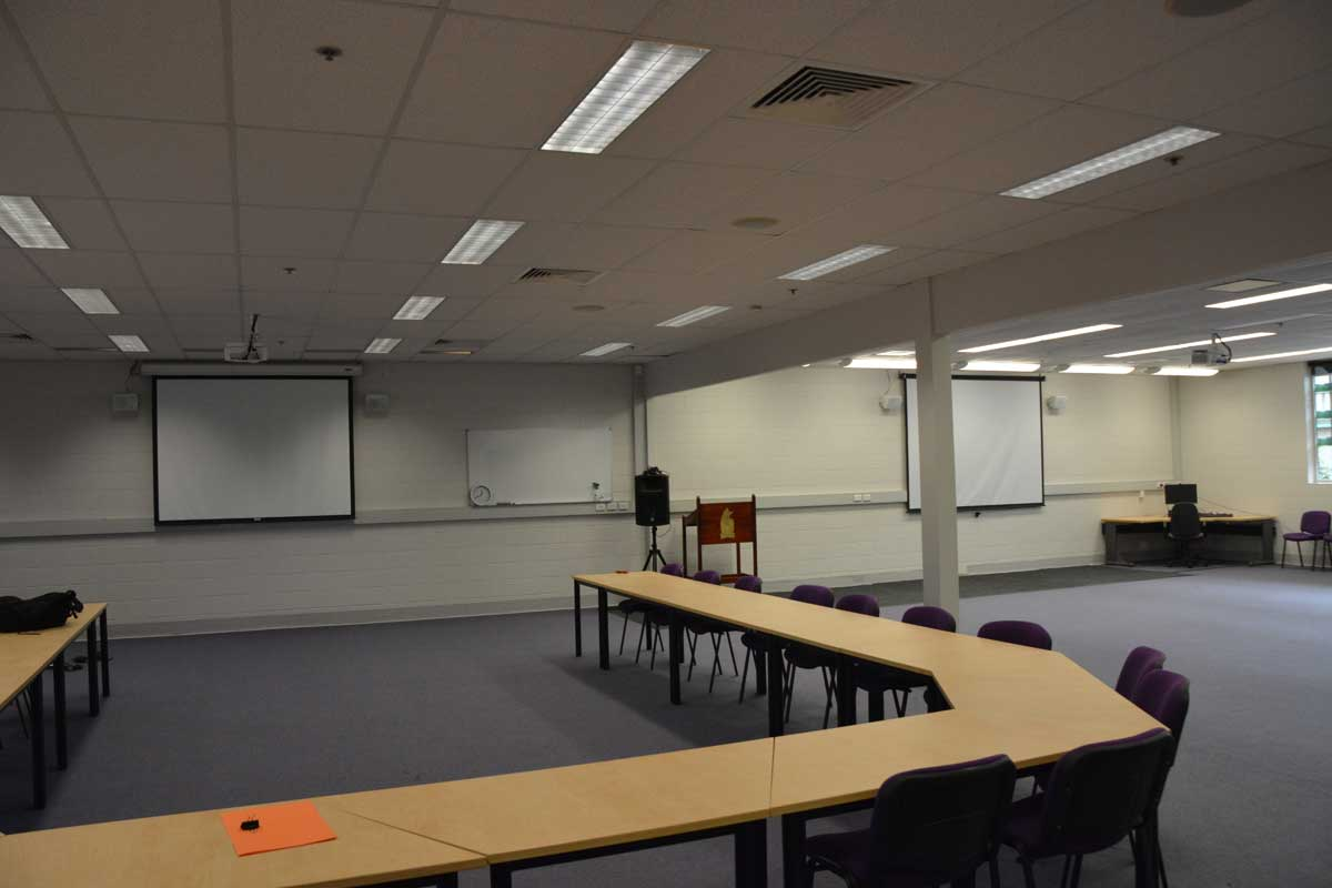 Central Queensland University – Dual projector, screen, speaker installation for conference room.
